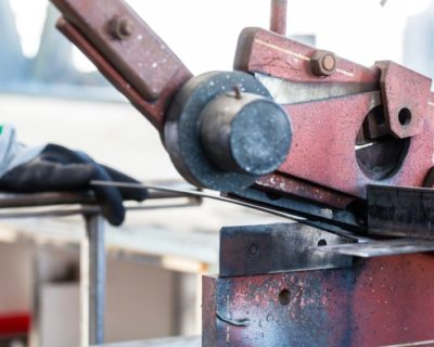 Herramientas para cortar chapa y metal